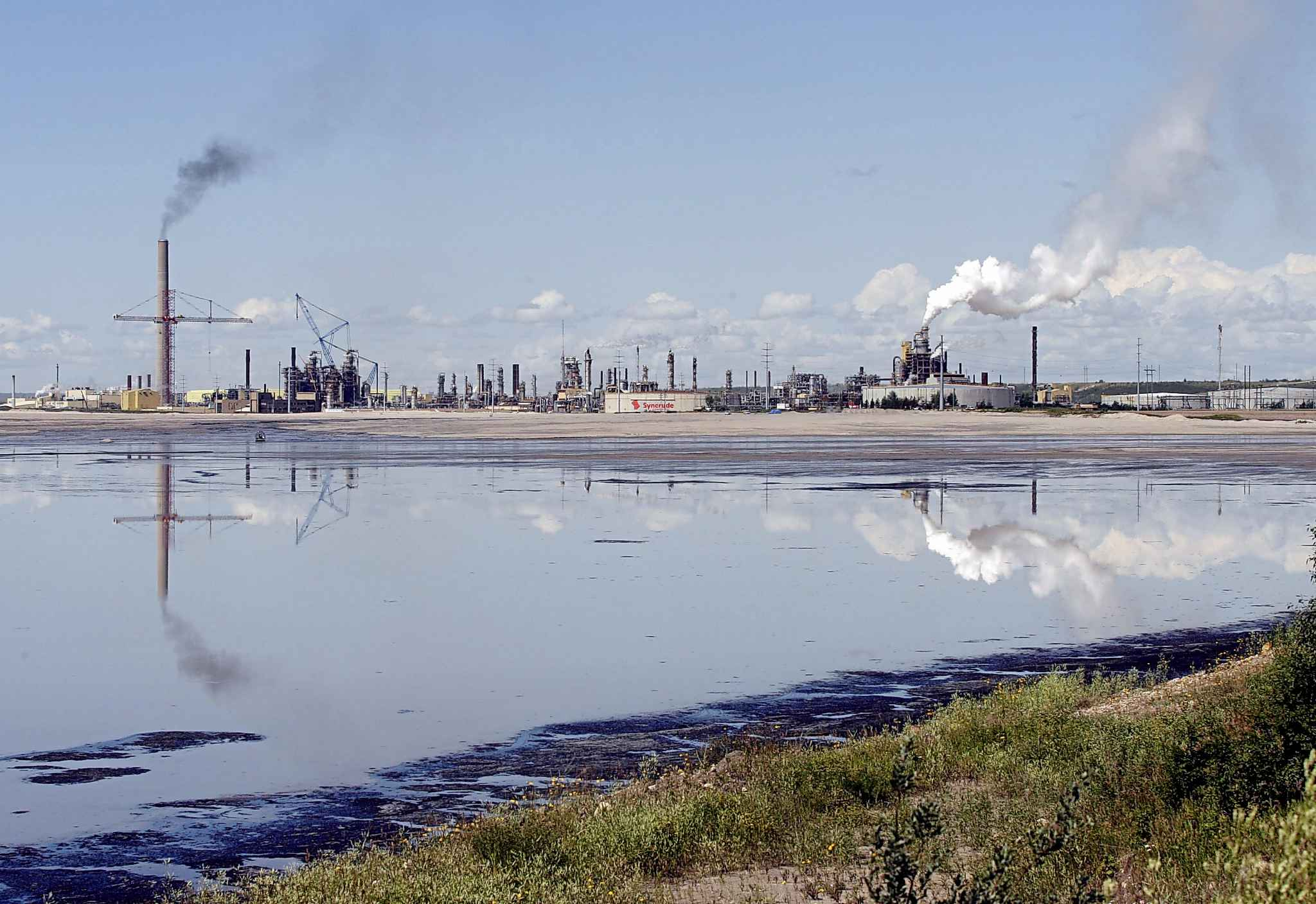 The $20.6-billion Frontier oilsands project would have created 7,000 construction jobs, 2,500 operating jobs and would have meant roughly $12 billion in federal income and capital taxes. Above: the Syncrude oilsands mine facility near Fort McMurray, Alta. (Jeff McIntosh / The Associated Press files)