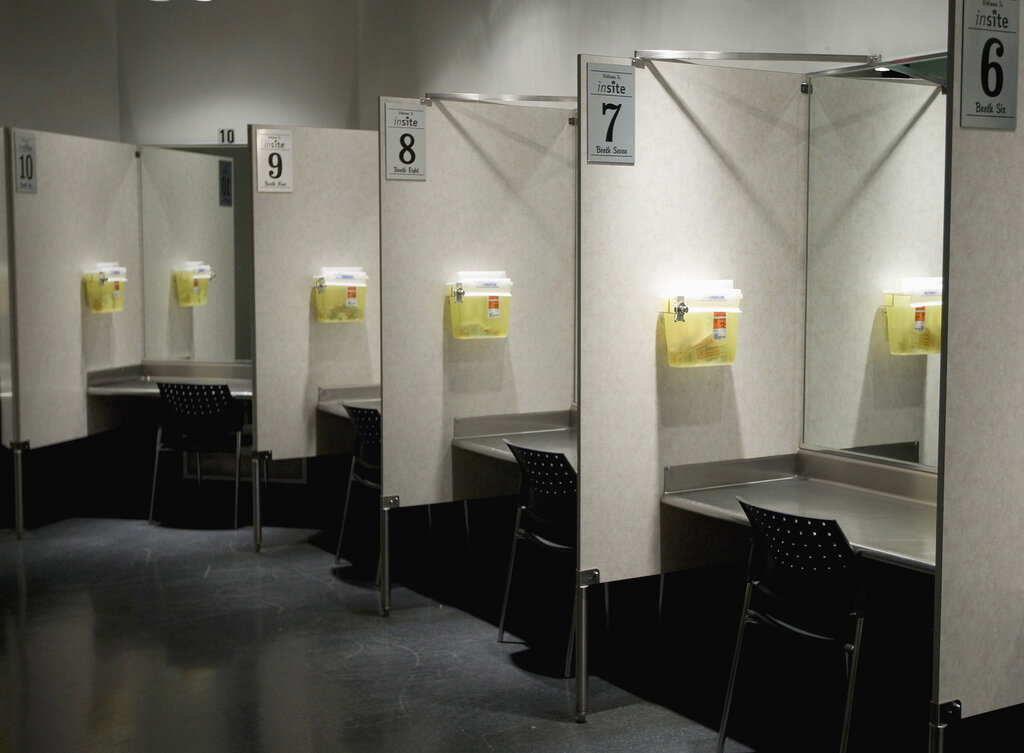 A new Angus Reid poll found 65 per cent of Canadians, and 63 per cent of Manitobans, favour safe-injection sites, like the one above in Vancouver. (Jonathan Hayward / The Canadian Press files)