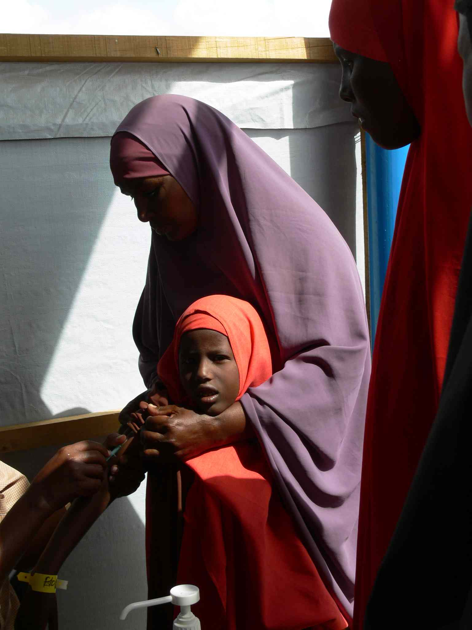 Children are immunized as one of the first steps in the registration process for refugees. Over two days in late May, more than 800 new refugees were registered at the UNHCR registration centre at Ifo 2 camp in Dadaab.