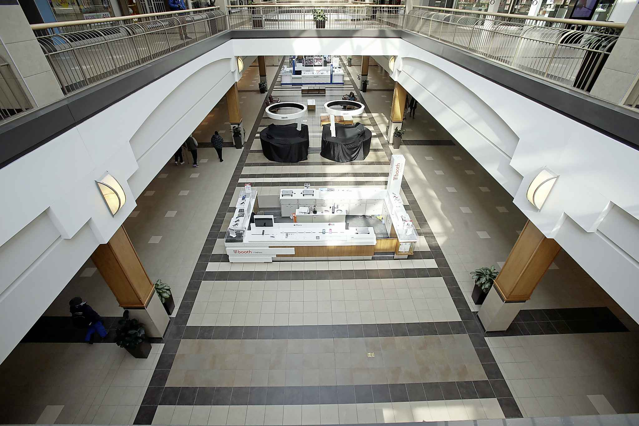 A nearly empty Polo Park. Malls have reopened with reduced capacity limits. (Shannon VanRaes / Winnipeg Free Press files)