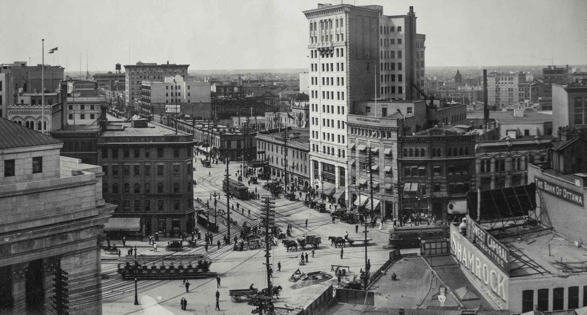 Portage and Main, 1913. (Archives of Manitoba / Rembrandt Studio)