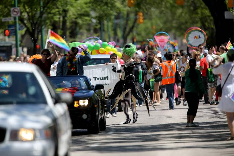 What a great day for a parade. (TREVOR HAGAN / WINNIPEG FREE PRESS)