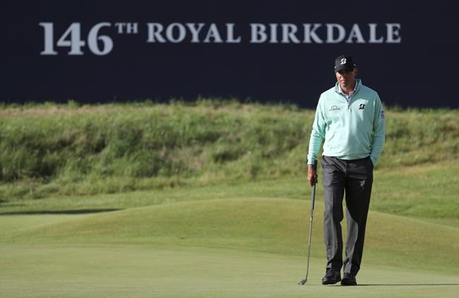 Club rage: Garcia gets angry, hurts shoulder at British Open