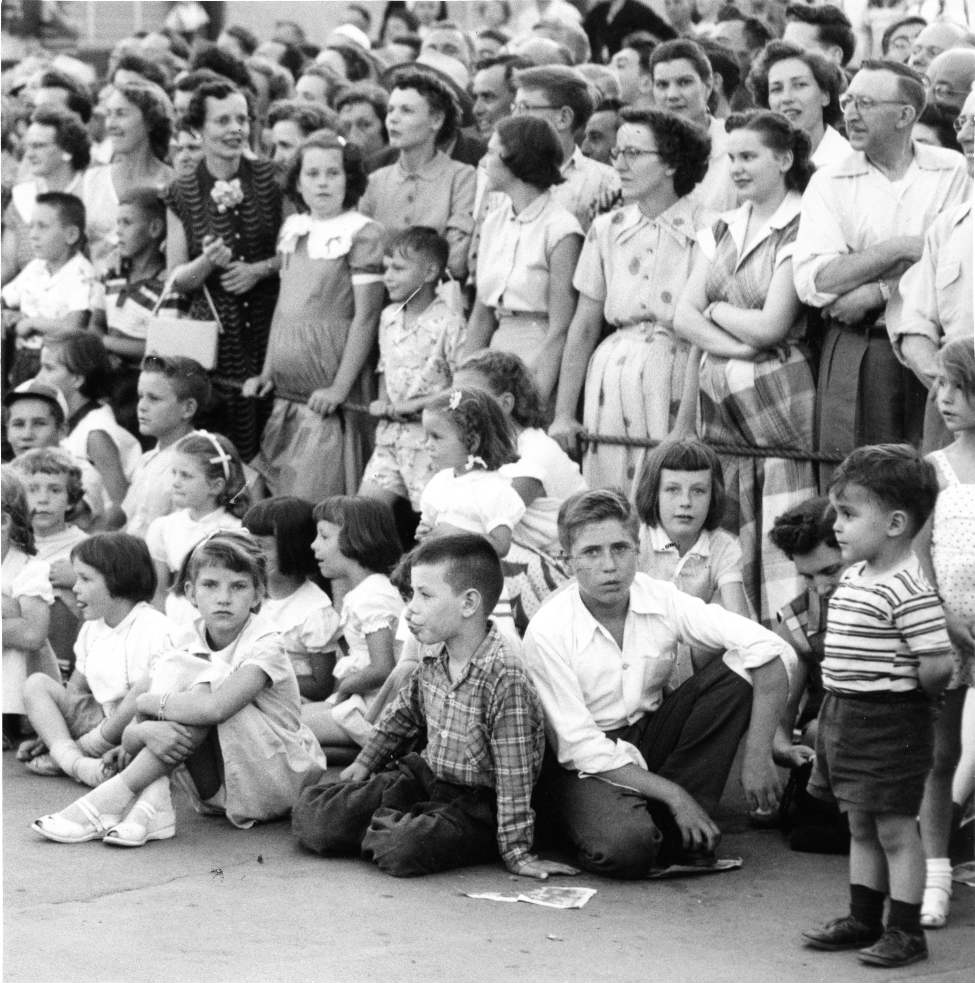 A crowd awaits the Red River Exhibition parade at Kennedy Street and Portage Avenue July 26, 1954. (WINNIPEG FREE PRESS ARCHIVES)