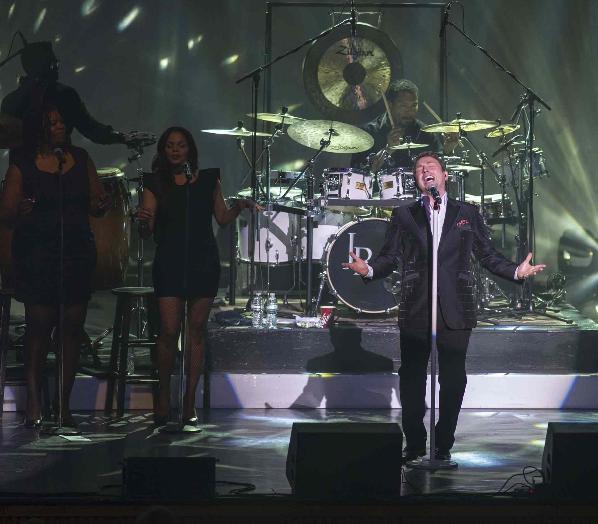 Johnny Reid reaches for a high note.