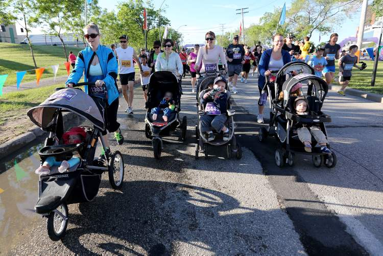 Super Run participants push their babies in strollers near the starting line.