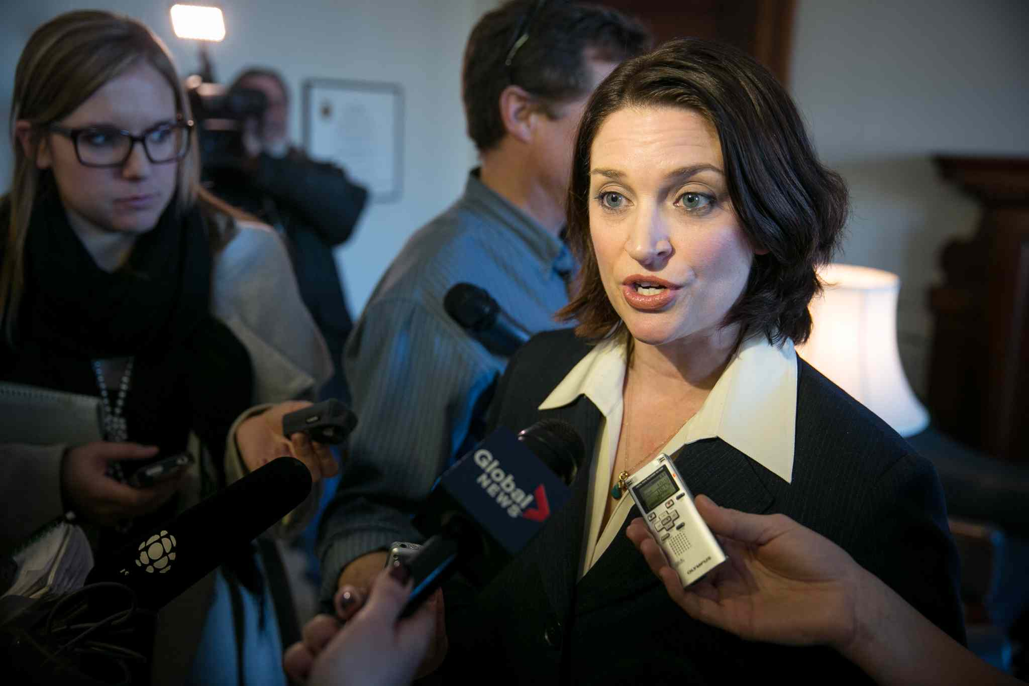 Melissa Tait / Winnipeg Free Press  Health Minister  Erin Selby,  speaking to  reporters  on Monday,  distanced herself from comments she made Friday that cab drivers would be  given more  responsibility  to make sure  patients  discharged from hospital arrive home safely.