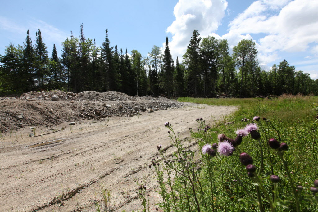 Residents call the winter road Freedom Road, even though it was never finished.  (Ruth Bonneville / Winnipeg Free Press)