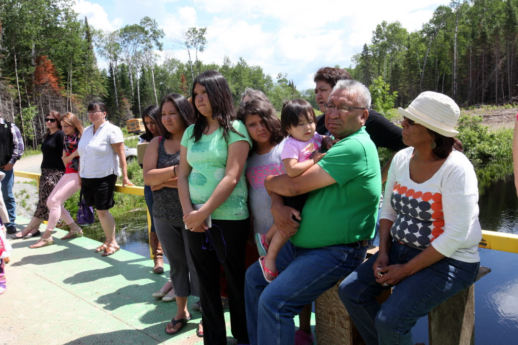 Residents of Shoal Lake 40 First Nation take part in event marking the 100th anniversary of the flooding of their land to provide water for the City of Winnipeg.   (Ruth Bonneville / Winnipeg Free Press)