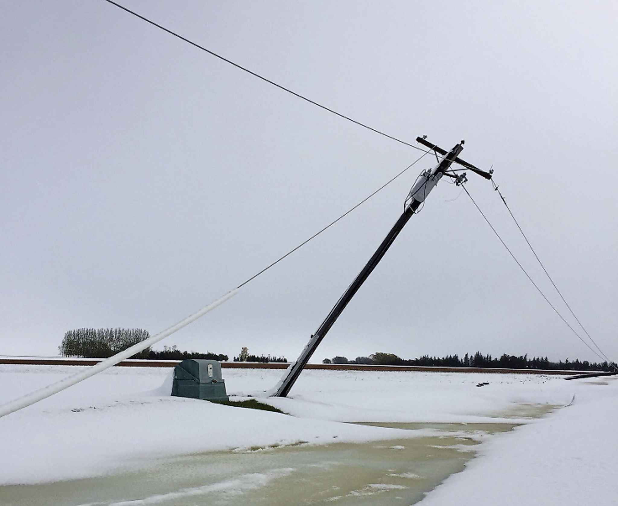 Damage to power lines is extensive in rural Manitoba. (Manitoba Hydro photo)