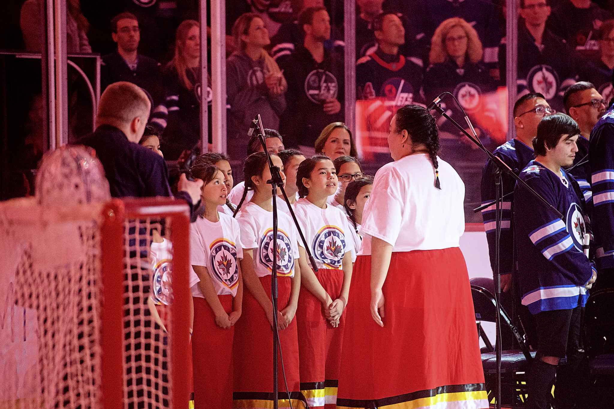 Gloria Barker and the Strong Warrior Girls Anishinaabe Singers (Mike Sudoma / Winnipeg Free Press files)