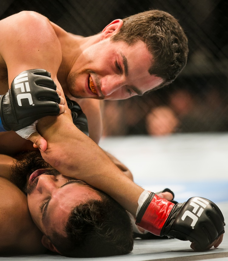 Roland Delorme lands a blow on Edwin Figueroa. (Melissa Tait / Winnipeg Free Press)