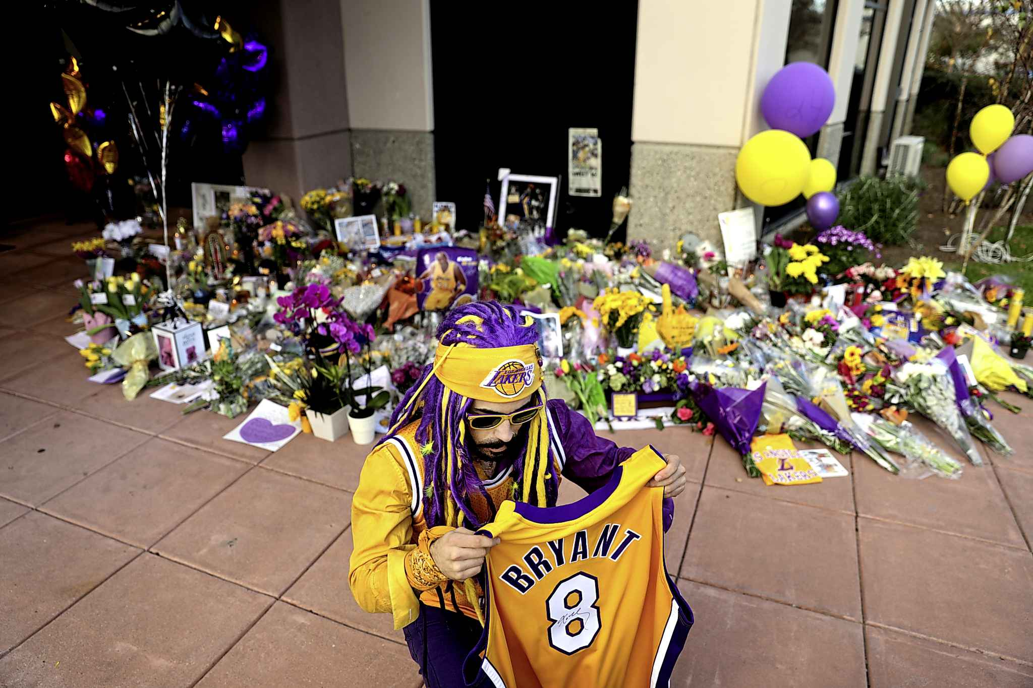 A makeshift memorial was quickly set up outside of Kobe Bryant's Mamba Sports Academy in Newbury Park, Calif. (Christina House / Los Angeles Times)