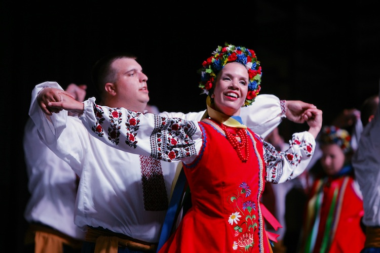 Dancers perform at the Ukrainian Pavilion. (Boris Minkevich / Winnipeg Free Press)