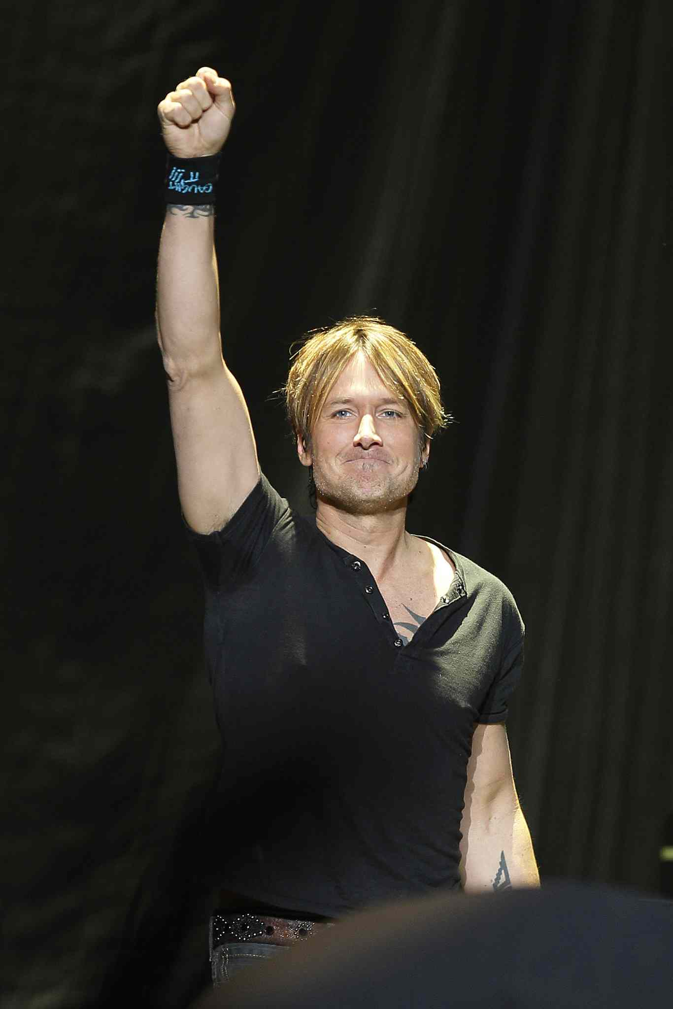 Keith Urban made a triumphant return to Winnipeg Monday night.