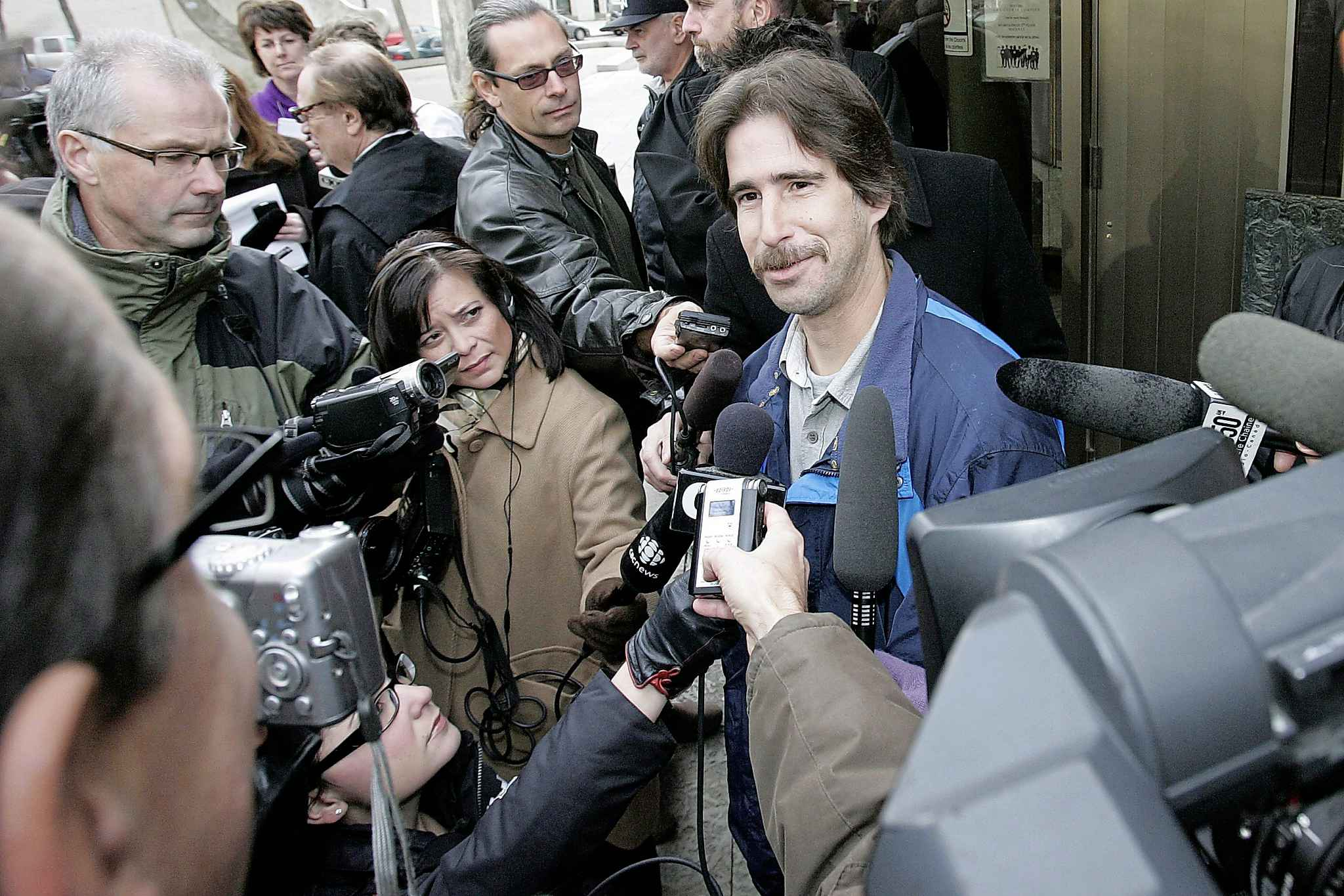 Kyle Unger speaks with media outside court in 2009.