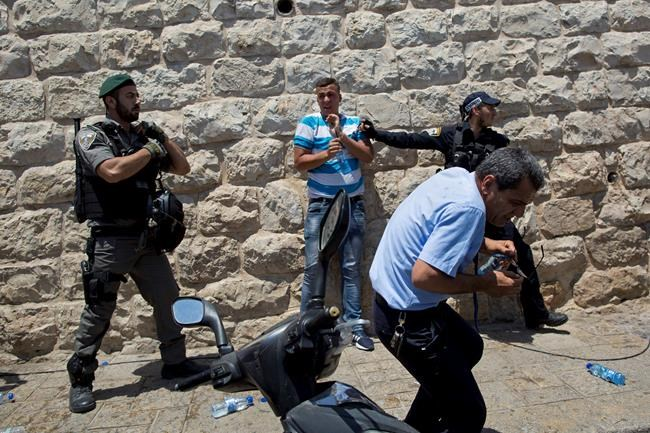 Al Aqsa Mosque closure: 50 Palestinians injured in clashes with Israeli police