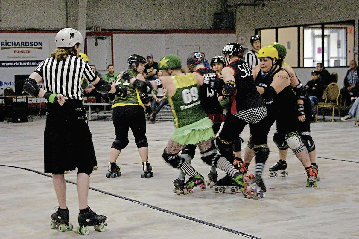 Roller skates winnipeg - The Headstone Honeys From Portage La Prairie In Black Are Shown Competing Against The
