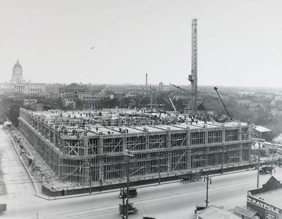 At the height of construction, about 1,000 workers were on the site each day. (Hudson's Bay Company Archives, Archives of Manitoba)