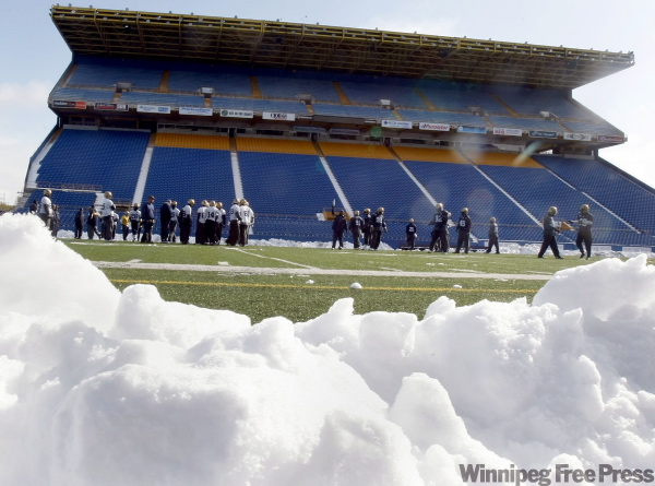 The Winnipeg Blue Bombers had snow on the sidelines during practice Saturday morning at Canad Inns Stadium in Winnipeg. The first dump of snow this season kept kept crews busy early this morning to prepare the field for the team.