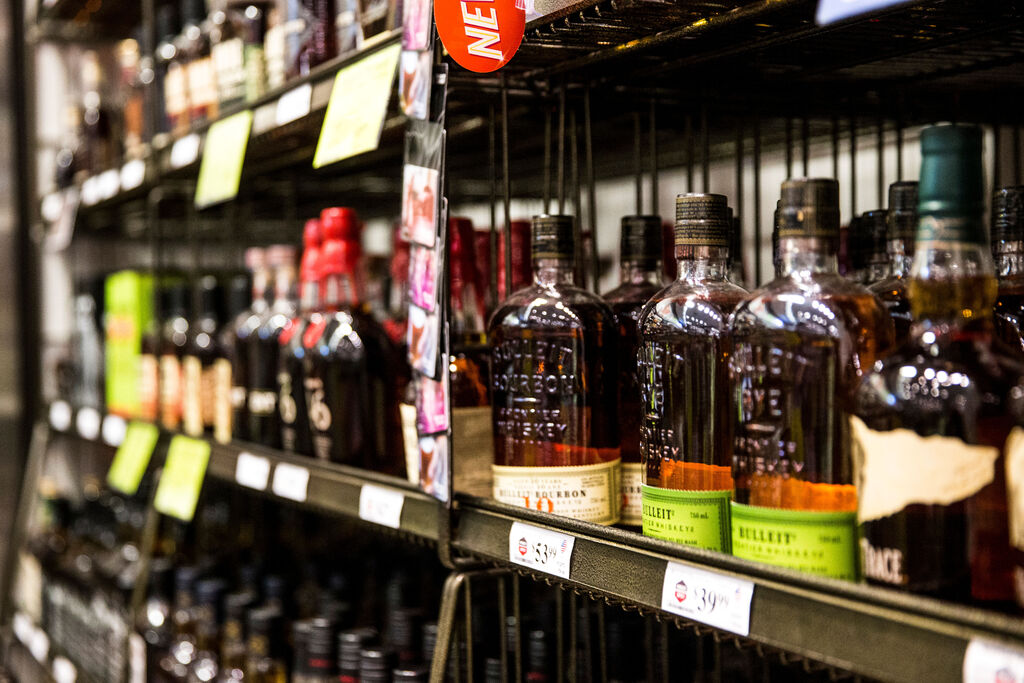 Liquor sales were up 10 per cent year over year and home delivery of booze increased to $5 million in sales from $500,000 pre-pandemic. (Mikaela MacKenzie / Winnipeg Free Press files)