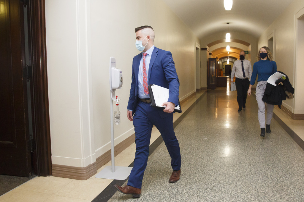 Botha heads into another press conference. (Mike Deal / Winnipeg Free Press files)