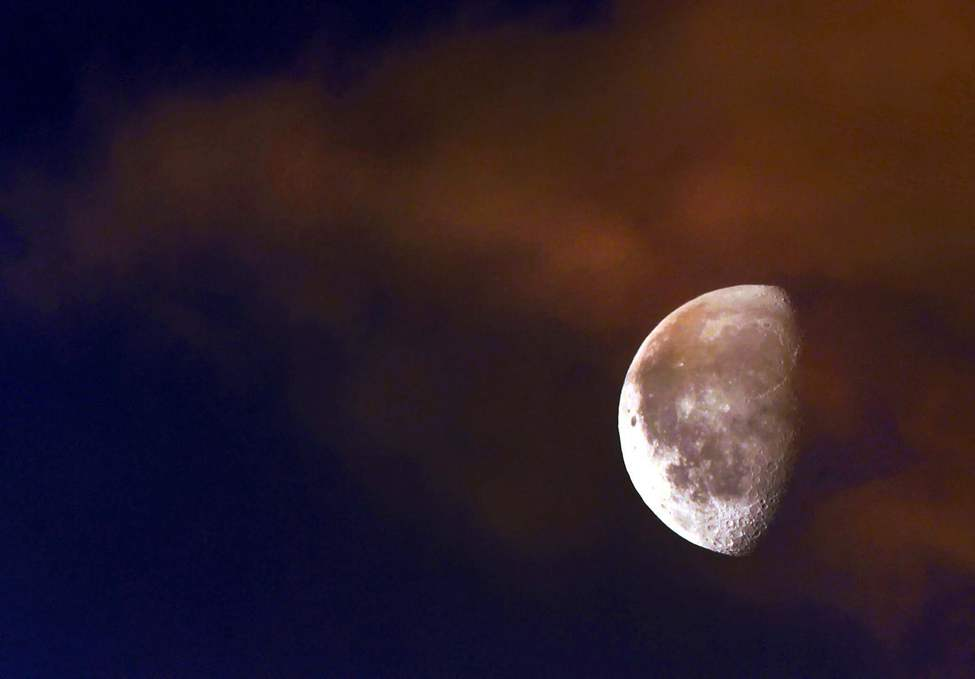 The moon illuminated by an early sunrise. January 03, 2013   (JOE BRYKSA / WINNIPEG FREE PRESS)
