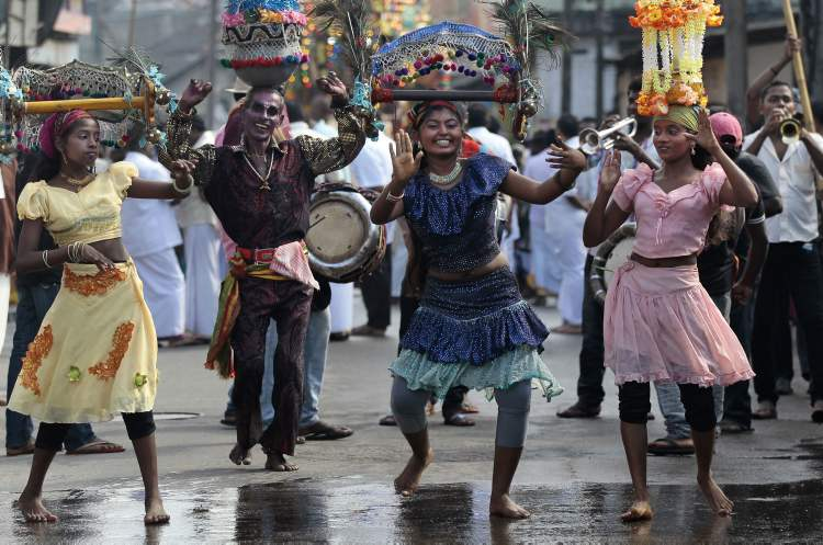 Sri Lankan ethnic Tamil dancers perform during an annual festival at the Venkatvar Sri Vishnu Hindu temple in Colombo, Sri Lanka, Thursday, Oct. 25, 20112. (AP Photo/Eranga Jayawardena)