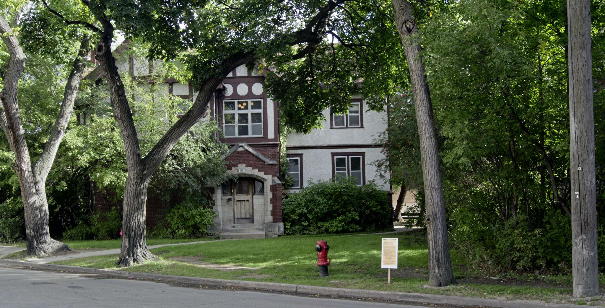 Dennistoun House at 166 Roslyn Rd. will be demolished for a new seven-storey apartment complex in Osborne Village.