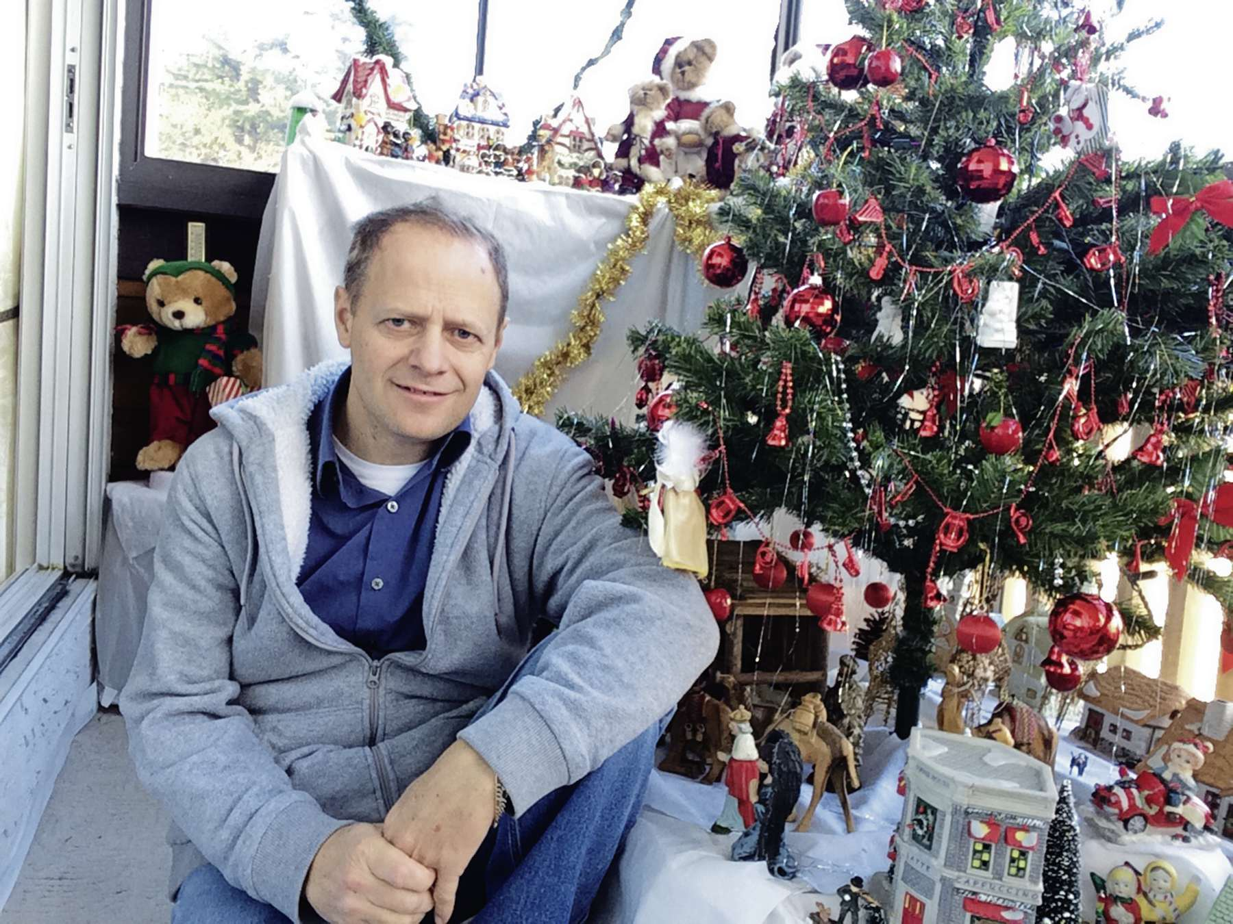 Winnipeg North MP Kevin Lamoureux will hold a live Christmas event on Facebook at 7 p.m. on Dec. 23.