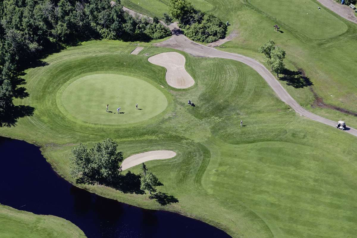 MIKE DEAL / WINNIPEG FREE PRESS The Transcona Golf Club offers public tee times and a course suitable for all skill levels.