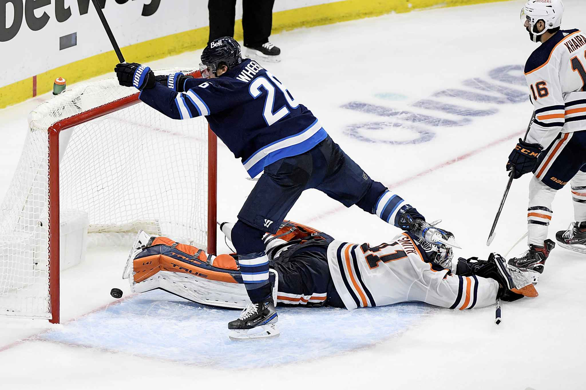 Winnipeg Jets' Blake Wheeler (26) scores on Edmonton Oilers goaltender Mike Smith (41) during the third period. (Fred Greenslade / The Canadian Press)