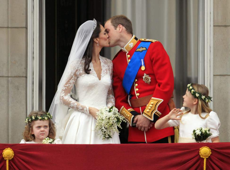 Britain's Prince William kisses his wife Kate, Duchess of Cambridge on the balcony of Buckingham Palace after the Royal Wedding in London Friday, April, 29, 2011. (AP Photo/Matt Dunham) (CP)