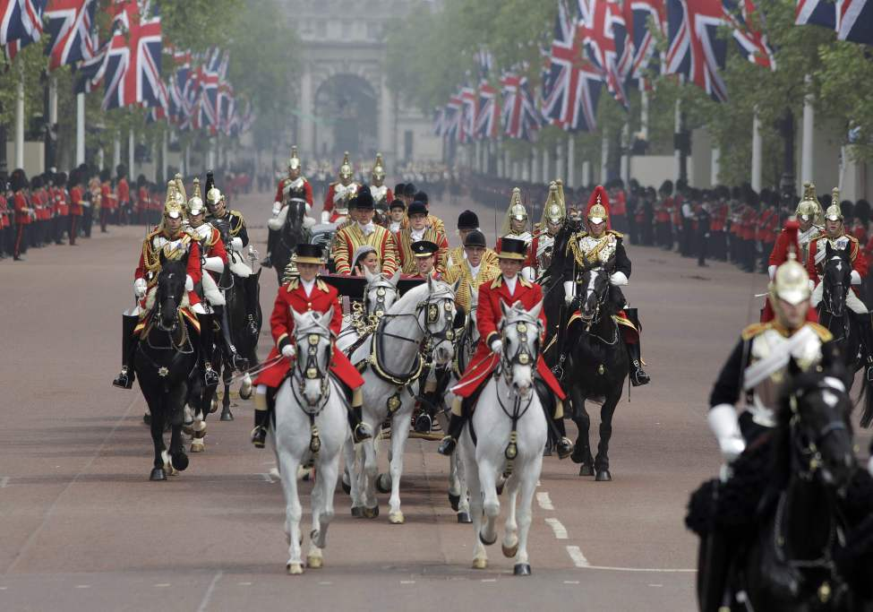 Britain's Prince William and his wife Kate, Duchess of Cambridge make their way to Buckingham Palace after the Royal Wedding in London Friday, April, 29, 2011. (AP Photo/Lefteris Pitarakis)