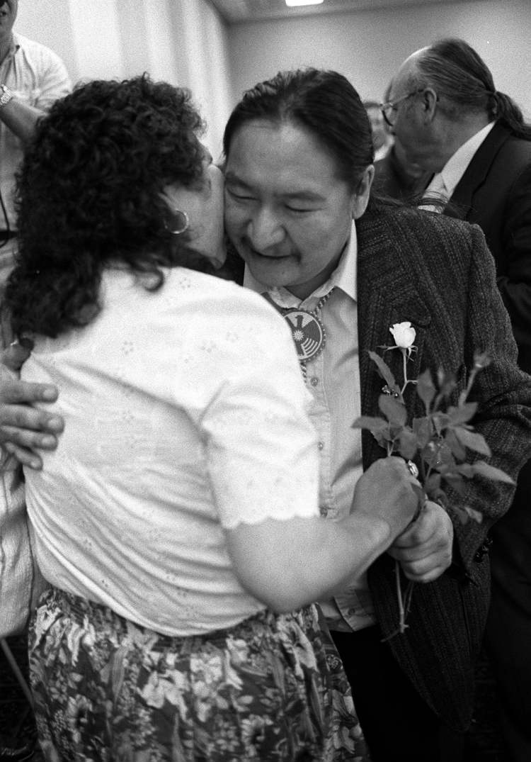 June 15, 1990: Elijah Harper is greeted with flowers at an Assembly of Manitoba Chiefs meeting. (Wayne Glowacki / WINNIPEG FREE PRESS Archives)