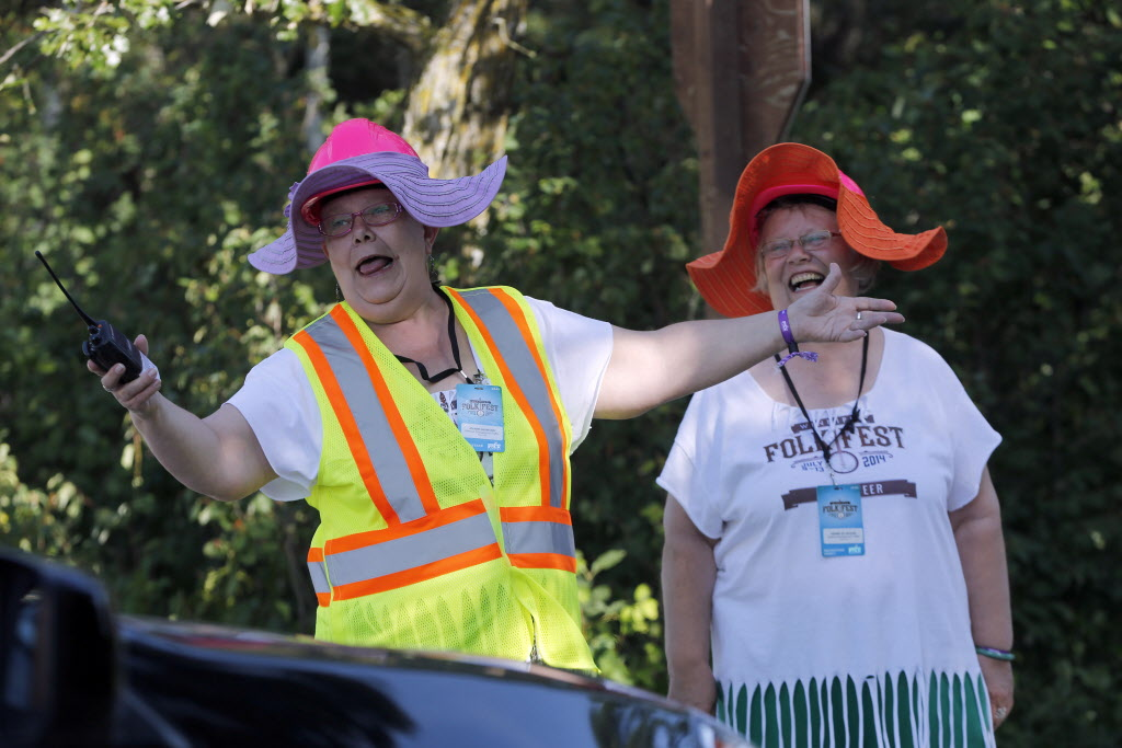 Volunteers Jeanne Harrison, left, and Denise de Decker gave Folk Festival visitors a warm welcome for the festival's opening on Wednesday.  (KEN GIGLIOTTI / WINNIPEG FREE PRESS)