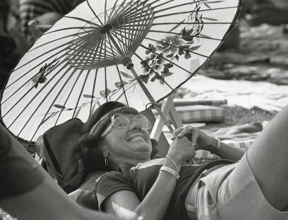 Berne Thury from Minneapolis, Minnesota relaxes at the Main Stage on July 9, 1983. (KEN GIGLIOTTI / WINNIPEG FREE PRESS)