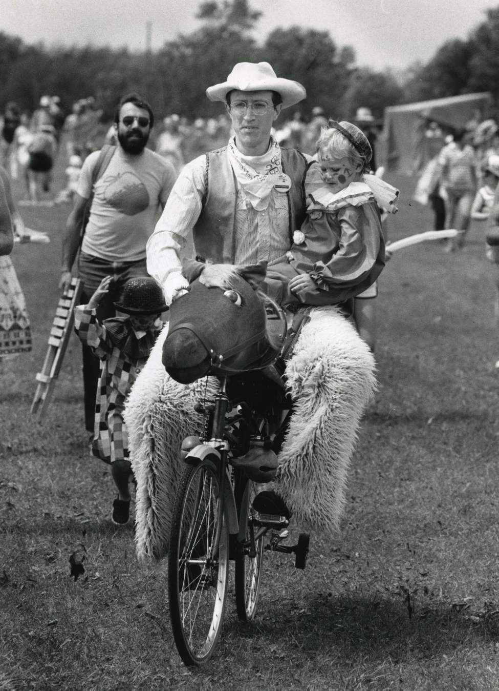 Al Simmons, in usual sedate attire, gives a child a lift on his horse bike on July 17, 1984. (KEN GIGLIOTTI / WINNIPEG FREE PRESS)
