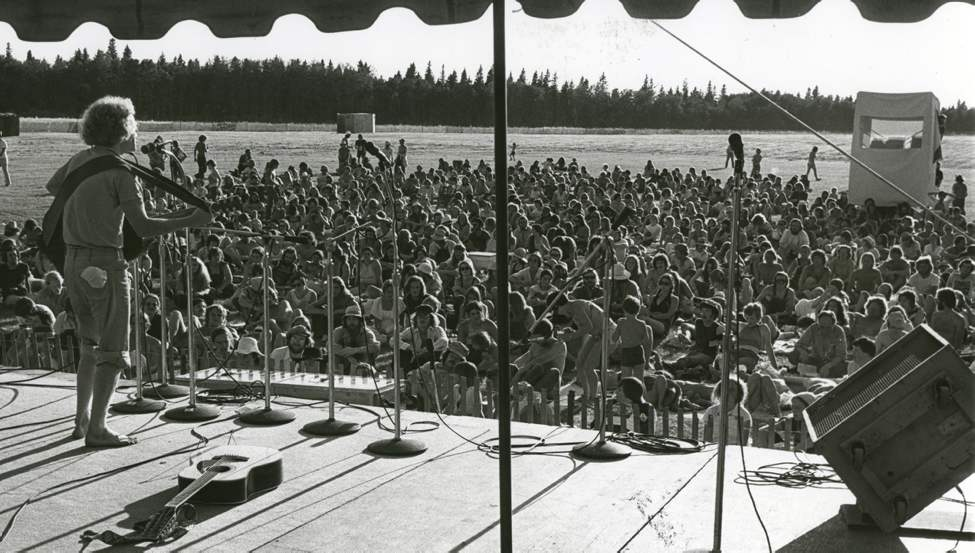 Heat failed to deter faithful festival-goers on July 10, 1976. (DAVE JOHNSON / WINNIPEG FREE PRESS)