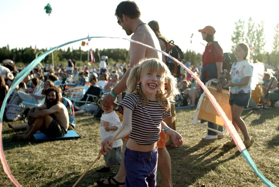 Eight year old Ariana Histed plays in the crowds with a twirling ribbon at the Folk Festival on July 9, 2004. (RUTH BONNEVILLE / WINNIPEG FREE PRESS)