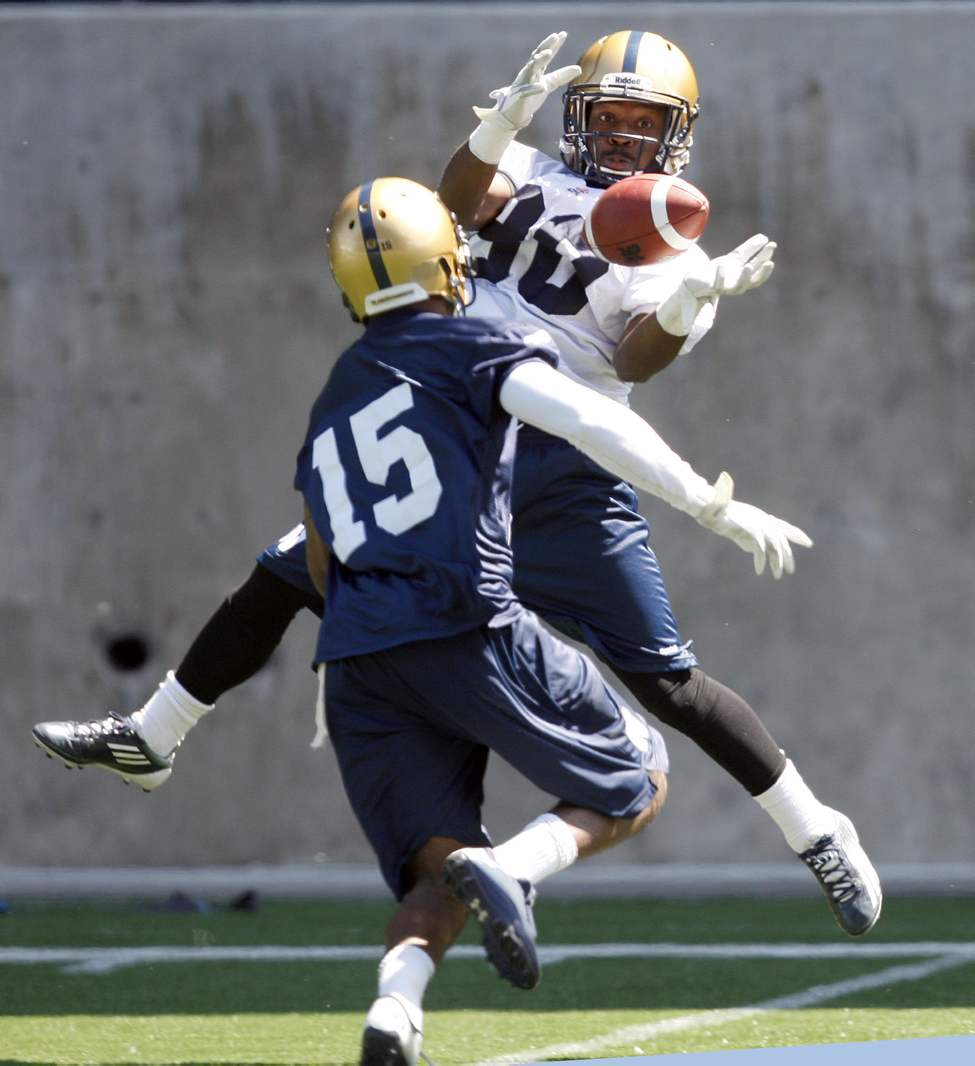 WR #80 Jameze Massey  makes the catch of the day during 1on1 drills with  DB #15 Demond Washington during Winnipeg Blue Bomber Training Camp 2013. JUNE 3 2013  (KEN GIGLIOTTI / WINNIPEG FREE PRESS)