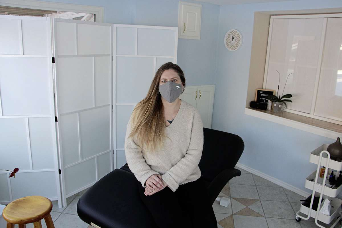 Christine McInnis sits in her clinic at 28 Kemper Cres. in Headingley on Jan. 27. McInnis has been a reflexologist for five years. (GABRIELLE PICHÉ/CANSTAR COMMUNITY NEWS/HEADLINER)