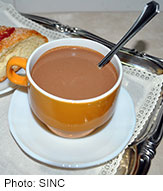 Serving hot chocolate in an orange or cream-colored cup will make it more enticing, study found.