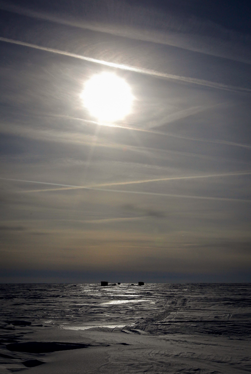 Sun shines over the East side of Lake Winnipeg just south of Grand Beach, Manitoba. (Boris Minkevich / Winnipeg Free Press)
