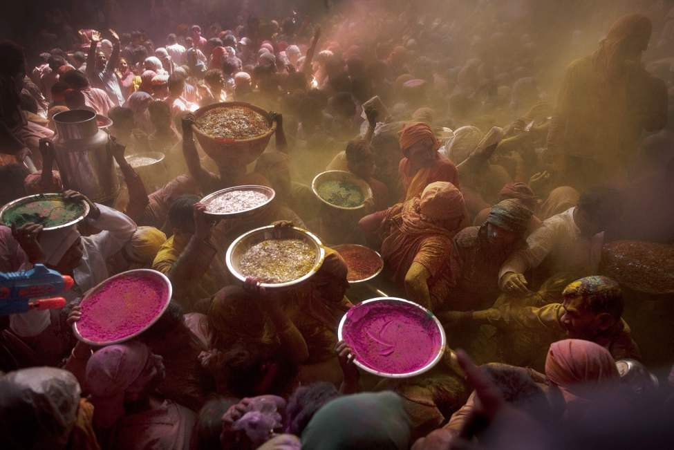"Hindu devotees carry colored powder that is to be thrown on worshippers during celebrations for  ""Holi,"" the festival of color, crowd at the Banke Bihari temple in Vrindavan, about 140 kilometers (87 miles) from New Delhi, India, Wednesday, March 7, 2012. Vrindavan is a famous place for Holi celebrations, where according to legend, the Hindu god Krishna played Holi with his consort Radha. (AP Photo/Kevin Frayer) (CP)"