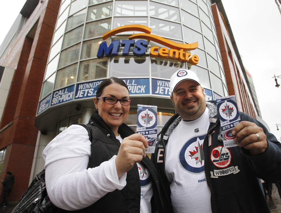 Ian Buckingham and wife Ami arrive at the MTS Centre Tuesday for the pre-season game between the Winnipeg Jets and the Columbus Blue Jackets. (WAYNE GLOWACKI/WINNIPEG FREE PRESS)