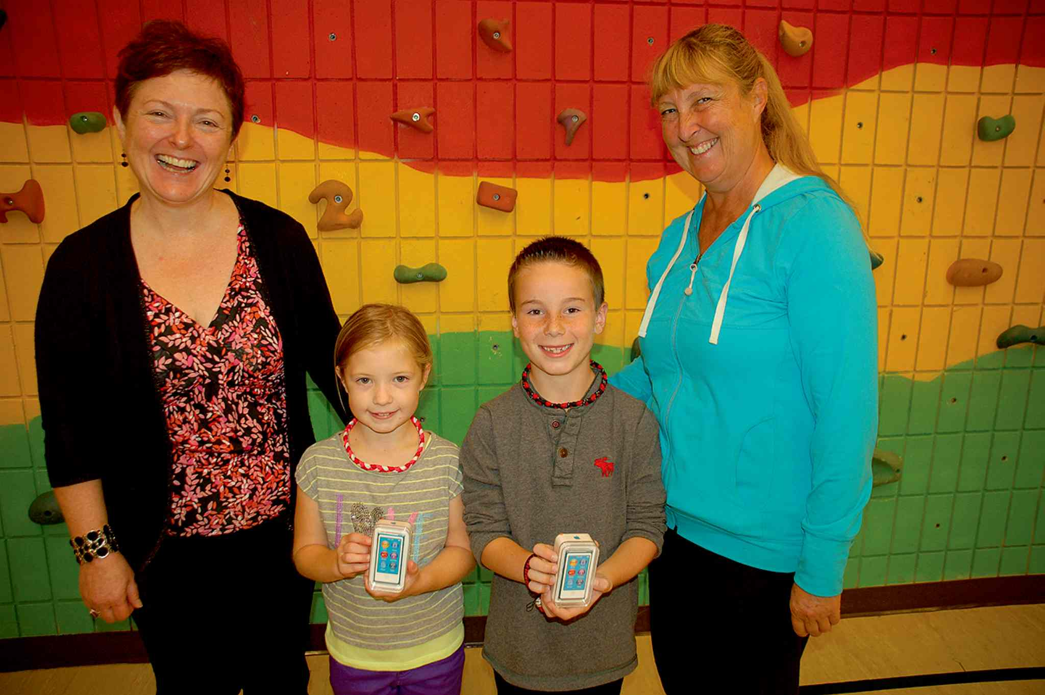Genny Sacco-Bak (far left) of The Arthritis Society, Manitoba Division, presents iPod nanos to Kelsey Forrest (second from left), Riley Dudych and teacher Diana Juchnowski at Beaverlodge School in Charleswood. Kelsey, a nine-year-old with arthritis, entered the Arthritis Society's Move It video contest, and Juchnowski helped Kelsey show her classmates her Move It dance. The kids from Beaverlodge won best group honours.