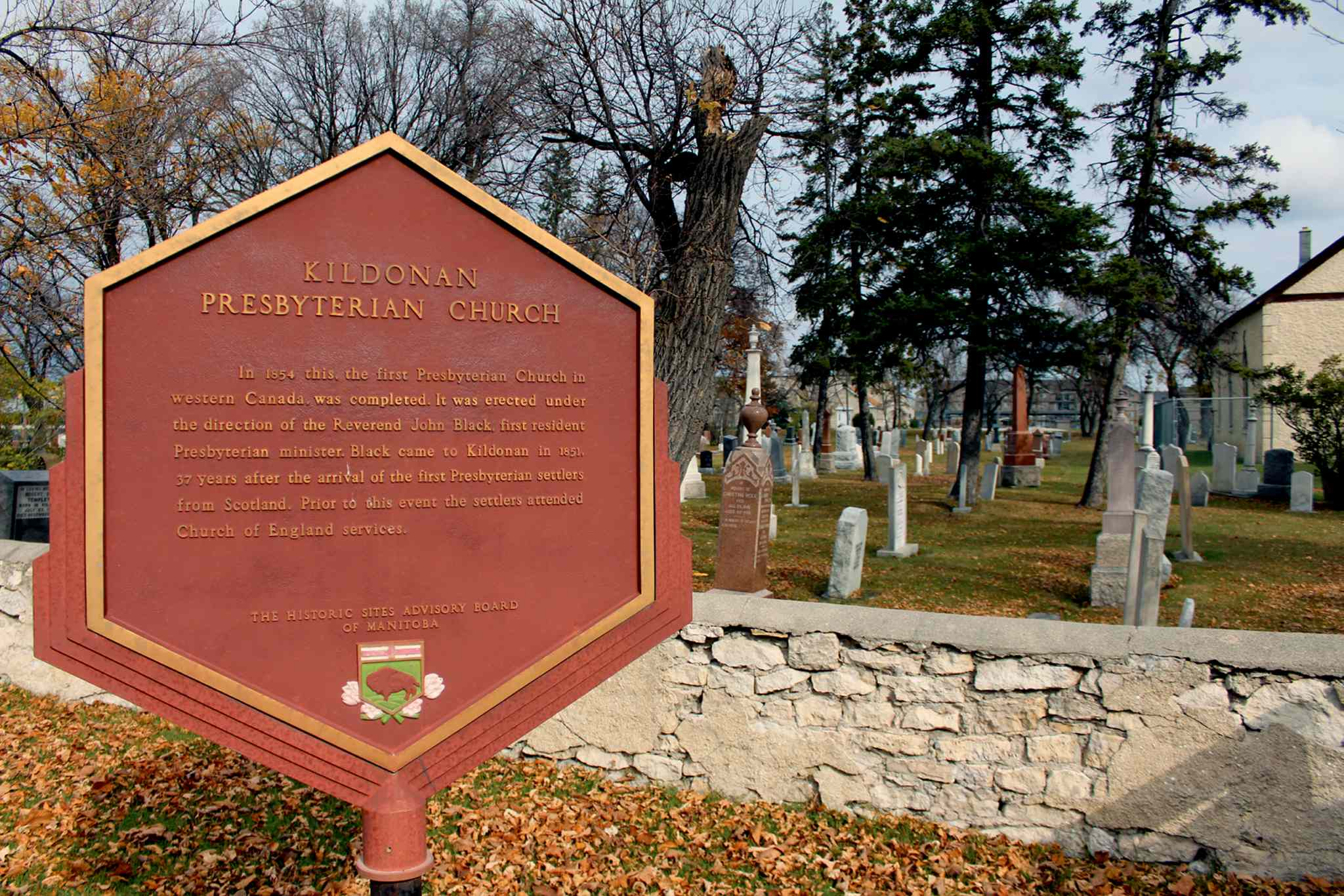 The organizers of Winnipeg's annual Paracon convention are putting together a cemetery crawl at Kildonan Presbyterian Cemetery Nov. 1 to teach attendees about local history.