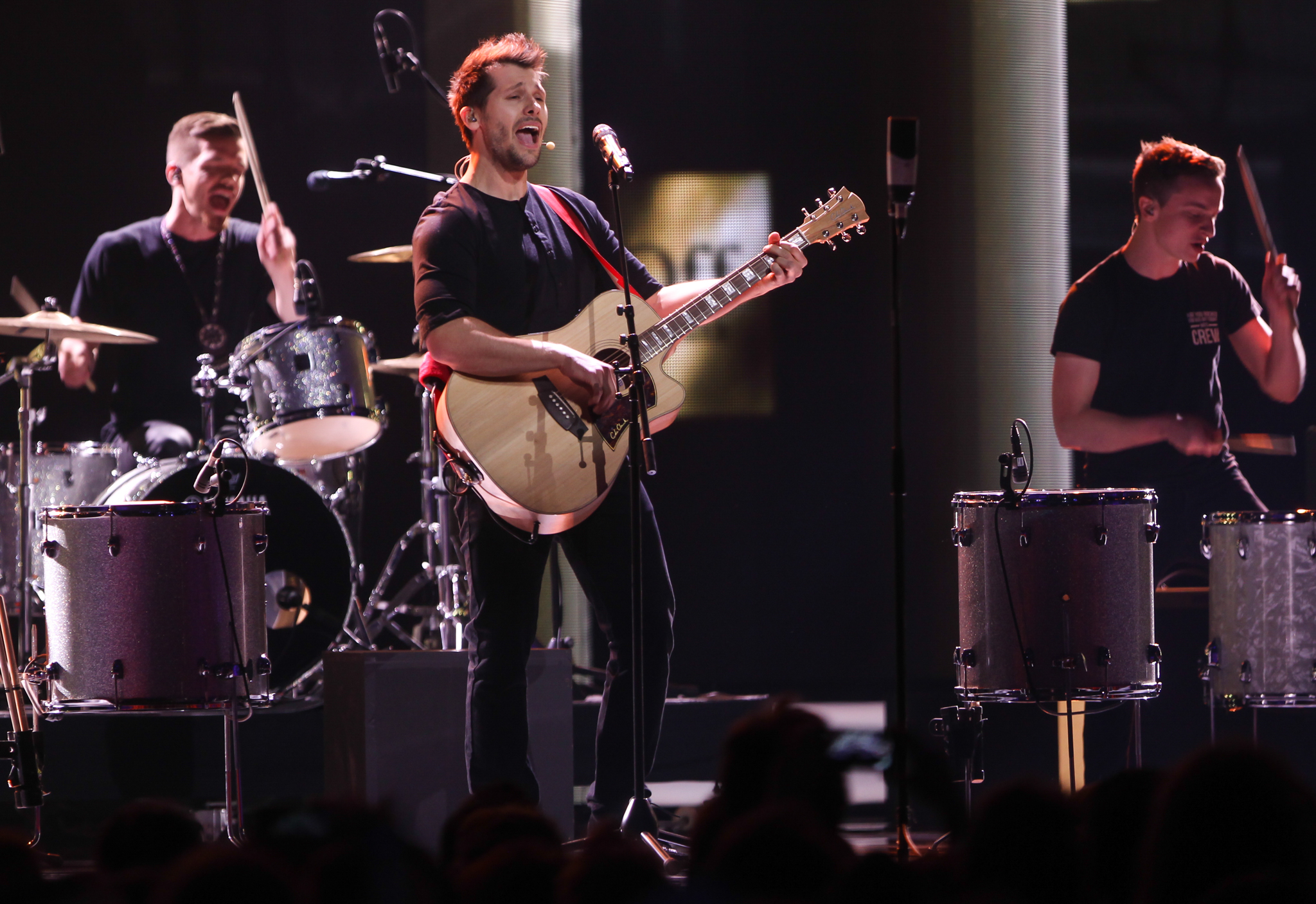Walk Off The Earth performs at 2014 Juno Awards 