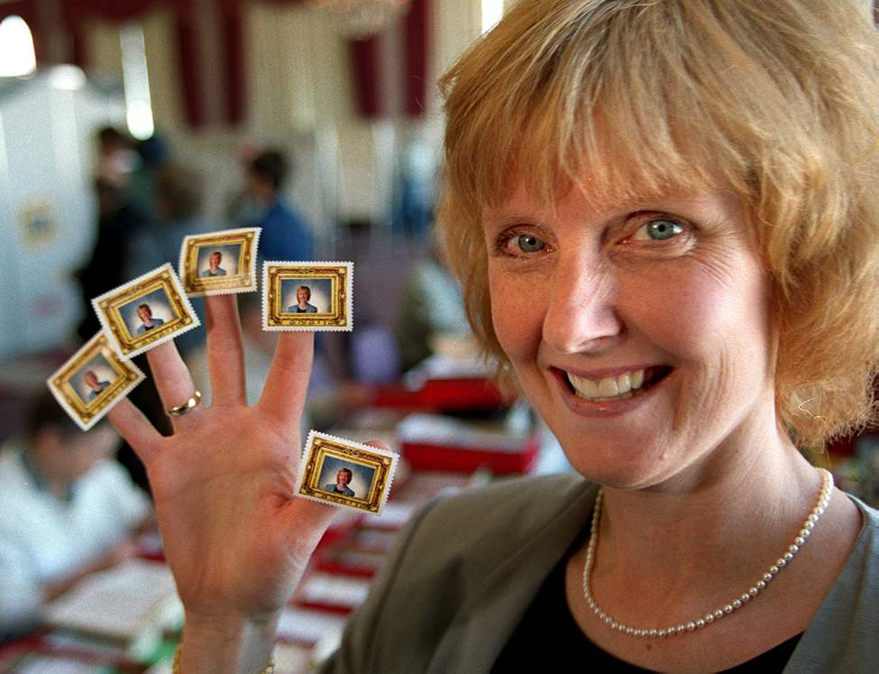 Lindor with her personalized postage stamp at the stamp show at the Ramada Marlborough hotel in 2000. (WAYNE GLOWACKI/WINNIPEG FREE PRESS)